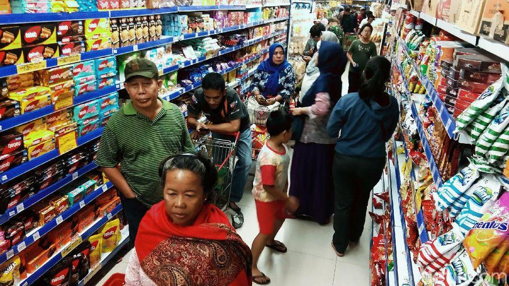 Efek Corona, Pembeli di Pusat Perbelanjaan Naga Masih Normal