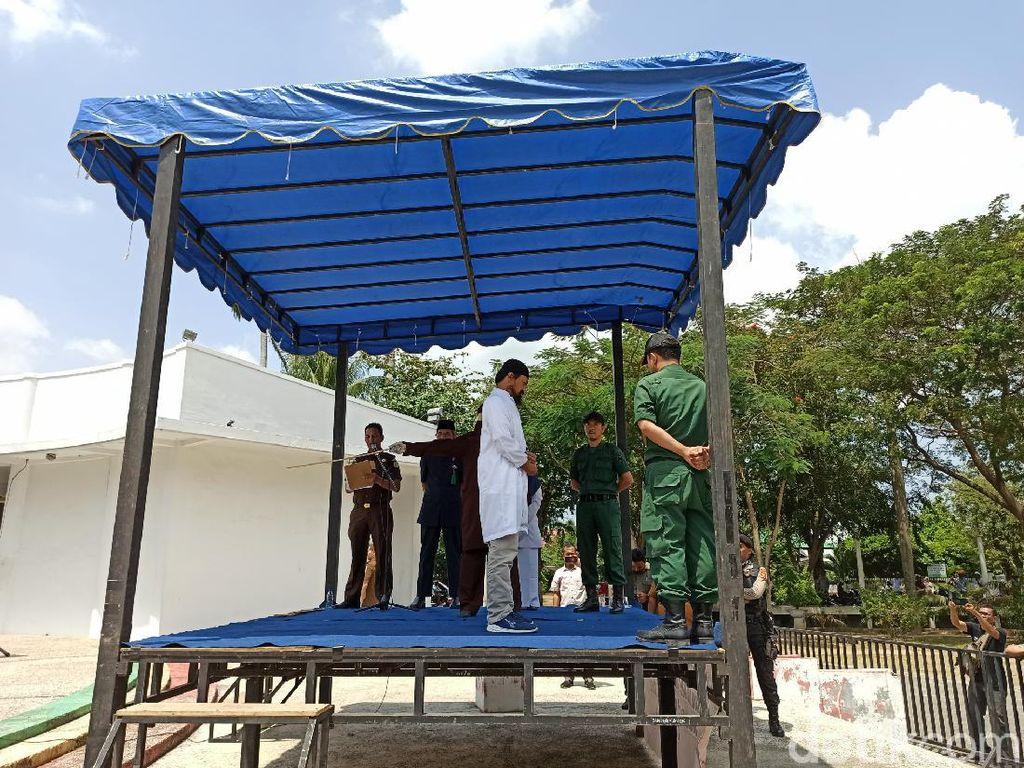 Kepergok Mesum di Hotel, Kepala SMA-Wakil di Aceh Dicambuk 25 Kali