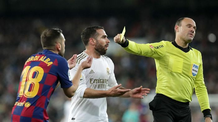 MADRID, SPAIN - MARCH 01: Daniel Carvajal of Real Madrid and Jordi Alba of FC Barcelona are both showed a yellow card by 