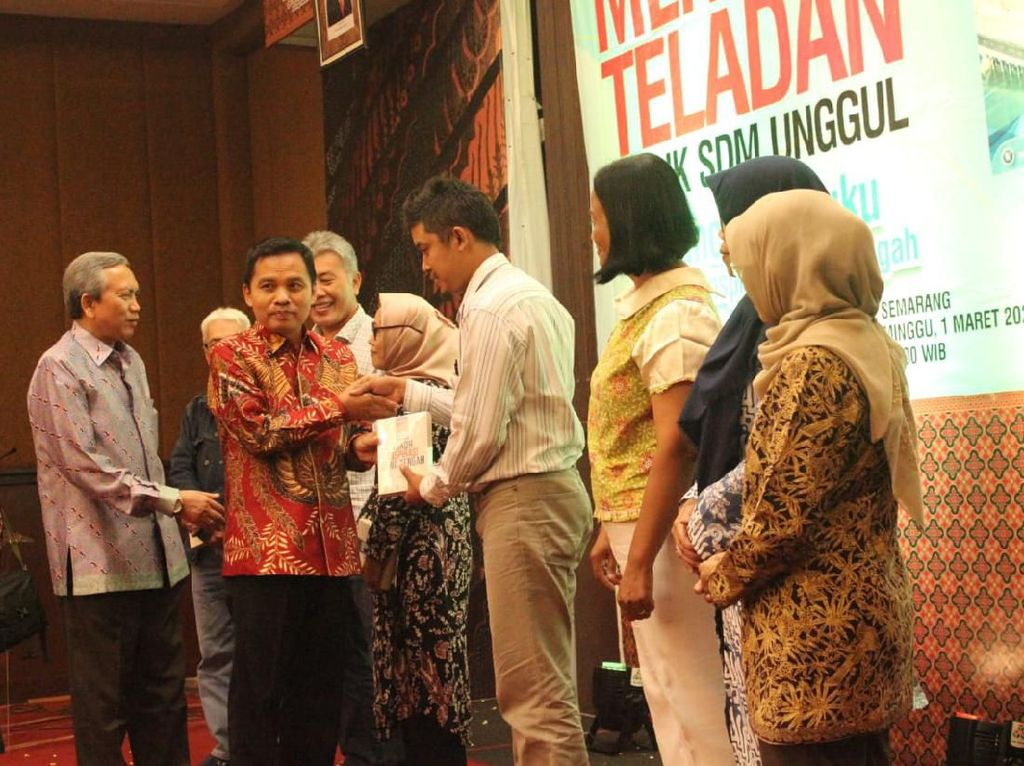 Buku 100 Tokoh Inspirasi Jawa Tengah Diluncurkan, Ini Kata MPR