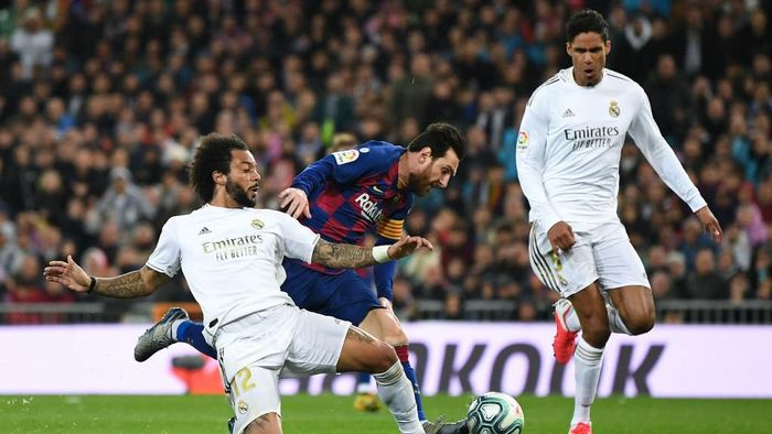 MADRID, SPAIN - MARCH 01: Lionel Messi of FC Barcelona competes for the ball with Marcelo Vieira and Raphael Varane of Real Madrid CF during the Liga match between Real Madrid CF and FC Barcelona at Estadio Santiago Bernabeu on March 01, 2020 in Madrid, Spain. (Photo by David Ramos/Getty Images)