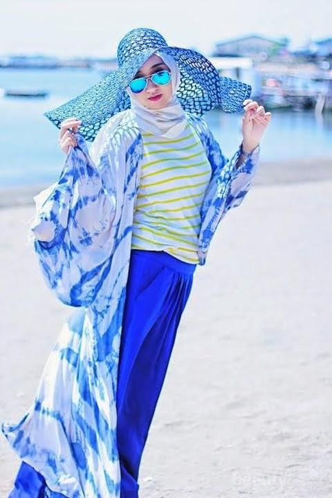 Ladies Ini Dia 6 Trik Tampil Modis Dengan Hijab Ke Pantai