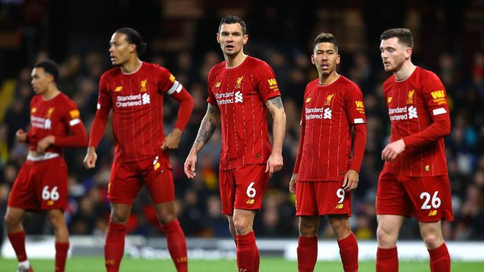 WATFORD, ENGLAND - FEBRUARY 29: Dejan Lovren, Roberto Firmino and Andy Robertson of Liverpool look on during the Premier League match between Watford FC and Liverpool FC at Vicarage Road on February 29, 2020 in Watford, United Kingdom. (Photo by Julian Finney/Getty Images)