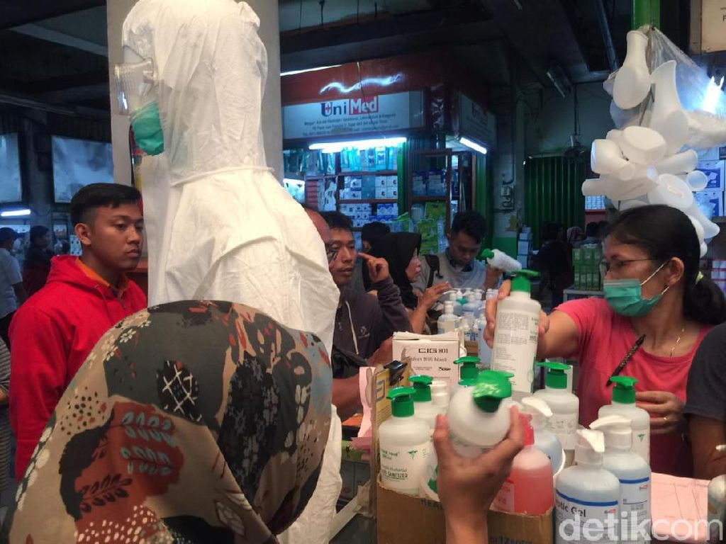 Corona Serang RI, Warga Borong Sembako hingga Masker