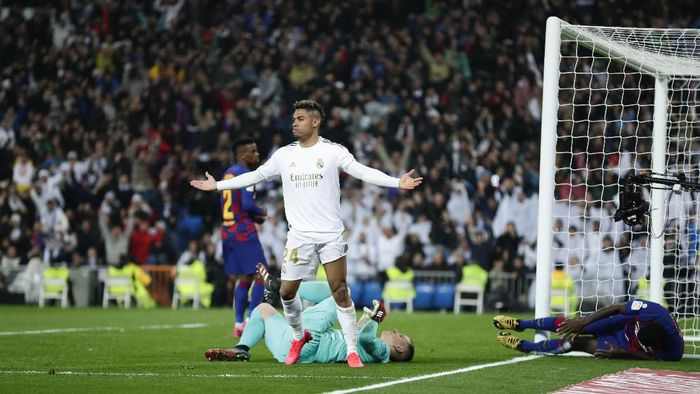 Real Madrids Mariano Diaz celebrates after scoring his sides second goal past Barcelonas goalkeeper Marc-Andre ter Stegen, bottom, during the Spanish La Liga soccer match between Real Madrid and Barcelona at the Santiago Bernabeu stadium in Madrid, Spain, Sunday, March 1, 2020. (AP Photo/Manu Fernandez)