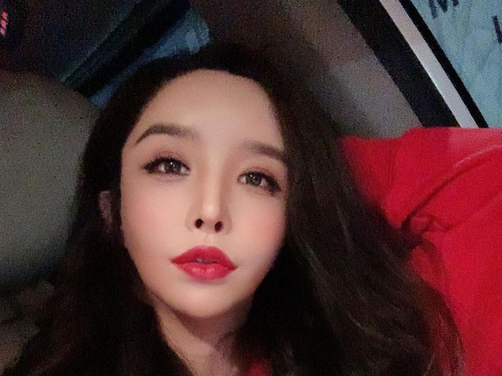 Gaya Artis Cantik Korea yang Dulunya Pria Pamer Bibir Seksi
