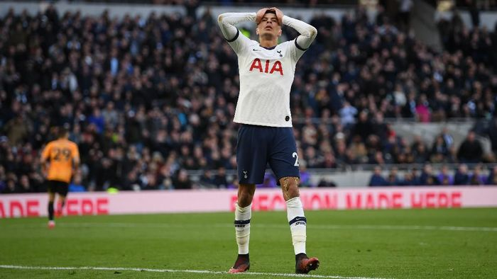 LONDON, ENGLAND - MARCH 01: Dele Alli of Tottenham Hotspur reacts during the Premier League match between Tottenham Hotspur and Wolverhampton Wanderers at Tottenham Hotspur Stadium on March 01, 2020 in London, United Kingdom. (Photo by Shaun Botterill/Getty Images)