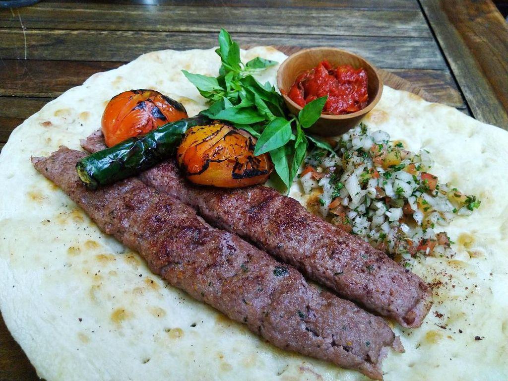 Des & Dan : Kenyang Santap Shish Kebab dan Kopi Turki Autentik
