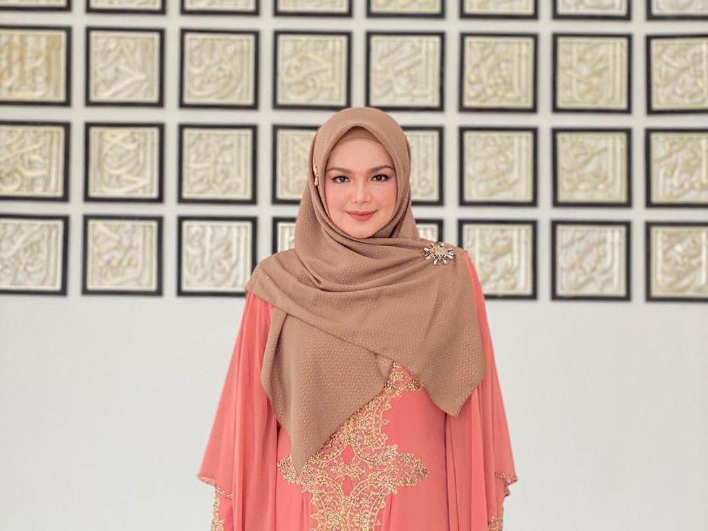 Kesan Manis Siti Nurhaliza Kerja Bareng Melly Goeslaw