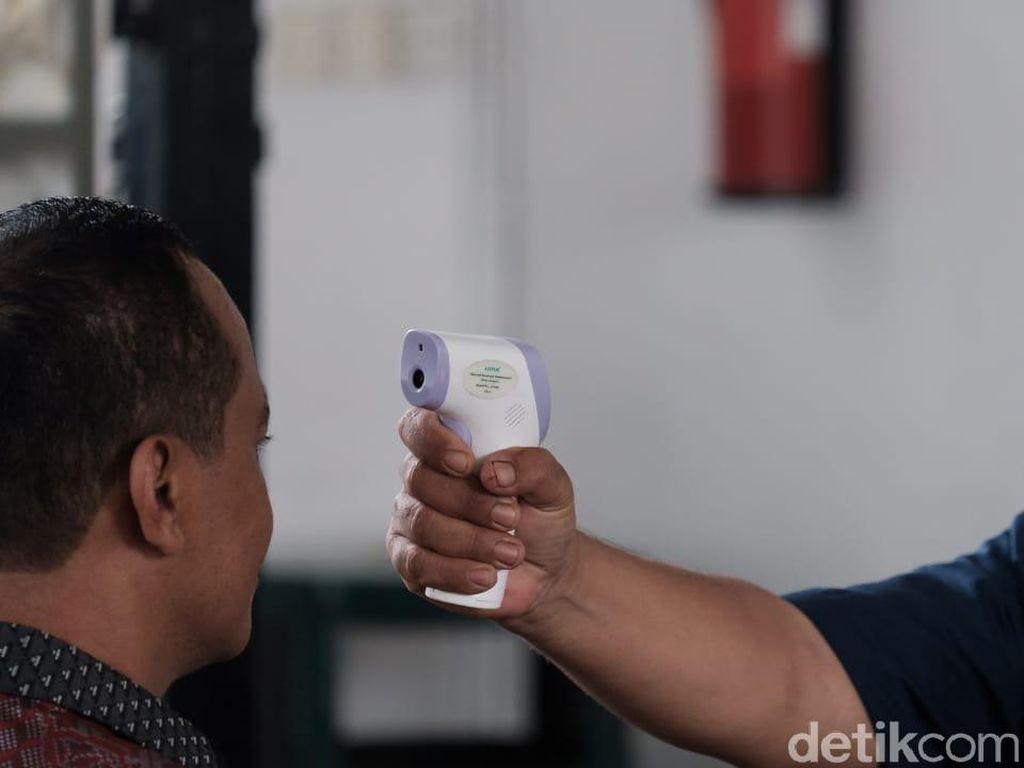 Potret Menteri-menteri Jokowi Ikut Diperiksa Suhu Tubuh Saat Masuk Istana
