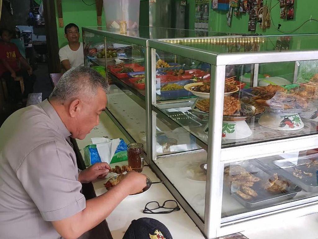 Wali Kota Depok, Mohammad Idris Saat Makan di Warteg dan Bikin Dodol