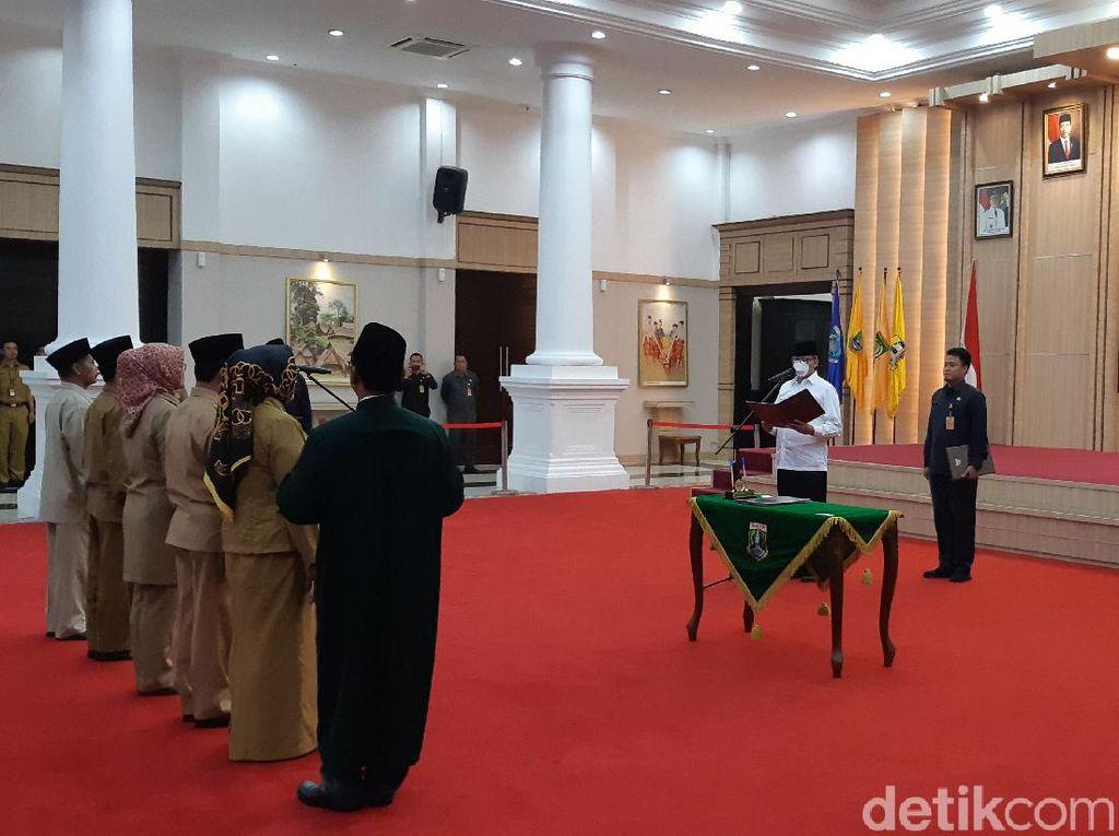 Imbas Corona, Gubernur Banten Bermasker Saat Lantik Eselon II
