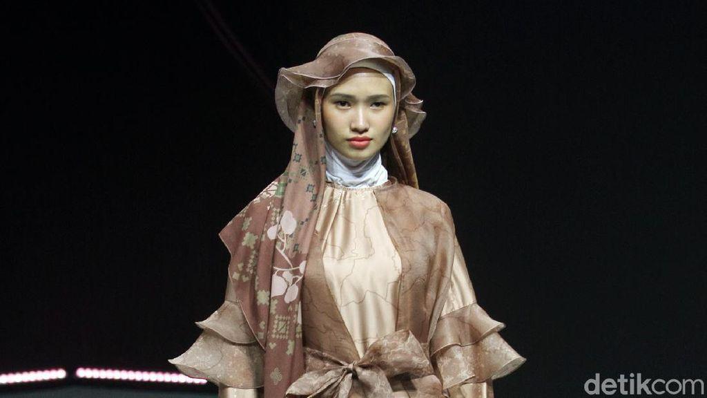 12 Koleksi Busana Muslim ETU by Restu Anggraini di MUFFEST 2020