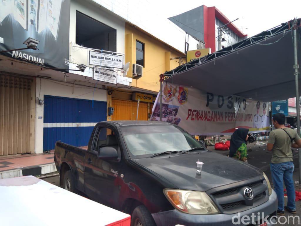 Panik Ada Getaran, Pekerja Loncat dari Lantai 2 Ruko Dekat Jalan Amblas Jember