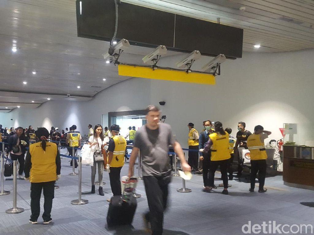 Bandara Terapkan Jarak Antre 1 Meter untuk Hindari Corona