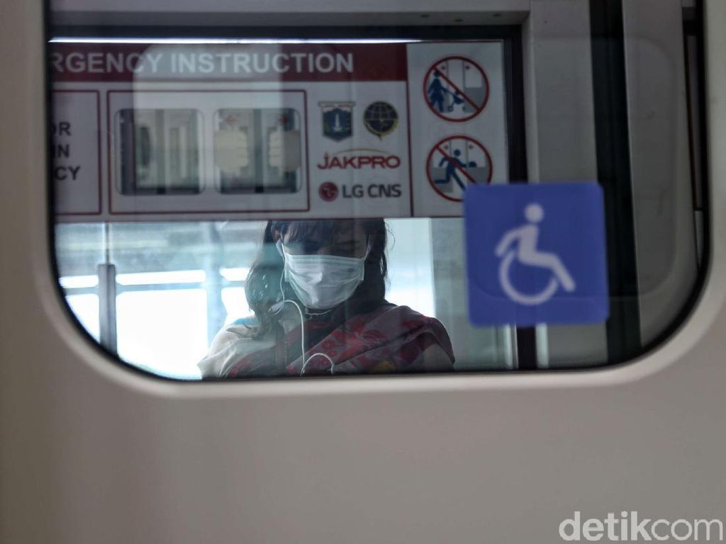 2 WNI Positif Corona, LRT Jakarta Tetap Normal