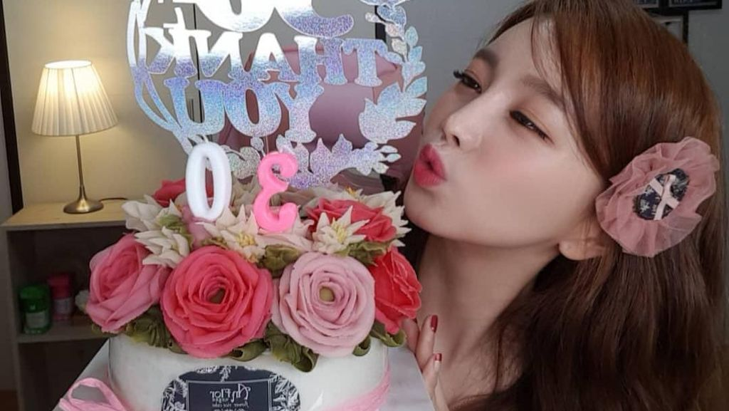 Momen Seru Ssoyoung, Wanita Cantik yang Hobi Mukbang Makanan Ekstrem