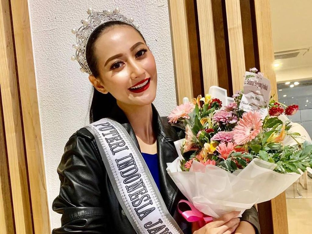 Cantik dan Anggun Gaya Kulineran Ayu Maulida, Puteri Indonesia 2020