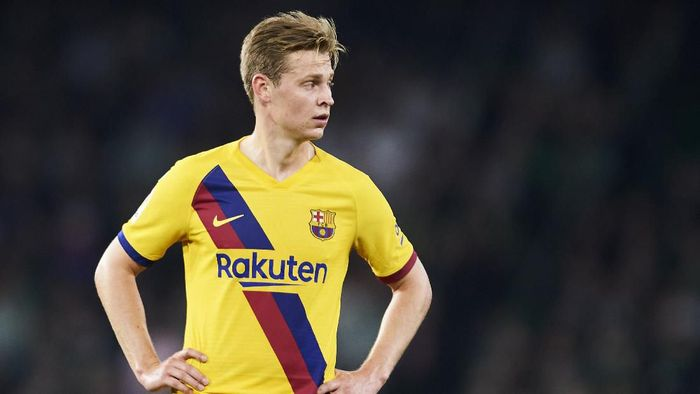 SEVILLE, SPAIN - FEBRUARY 09: Frenkie de Jong of FC Barcelona reacts during the Liga match between Real Betis Balompie and FC Barcelona at Estadio Benito Villamarin on February 09, 2020 in Seville, Spain. (Photo by Aitor Alcalde/Getty Images)