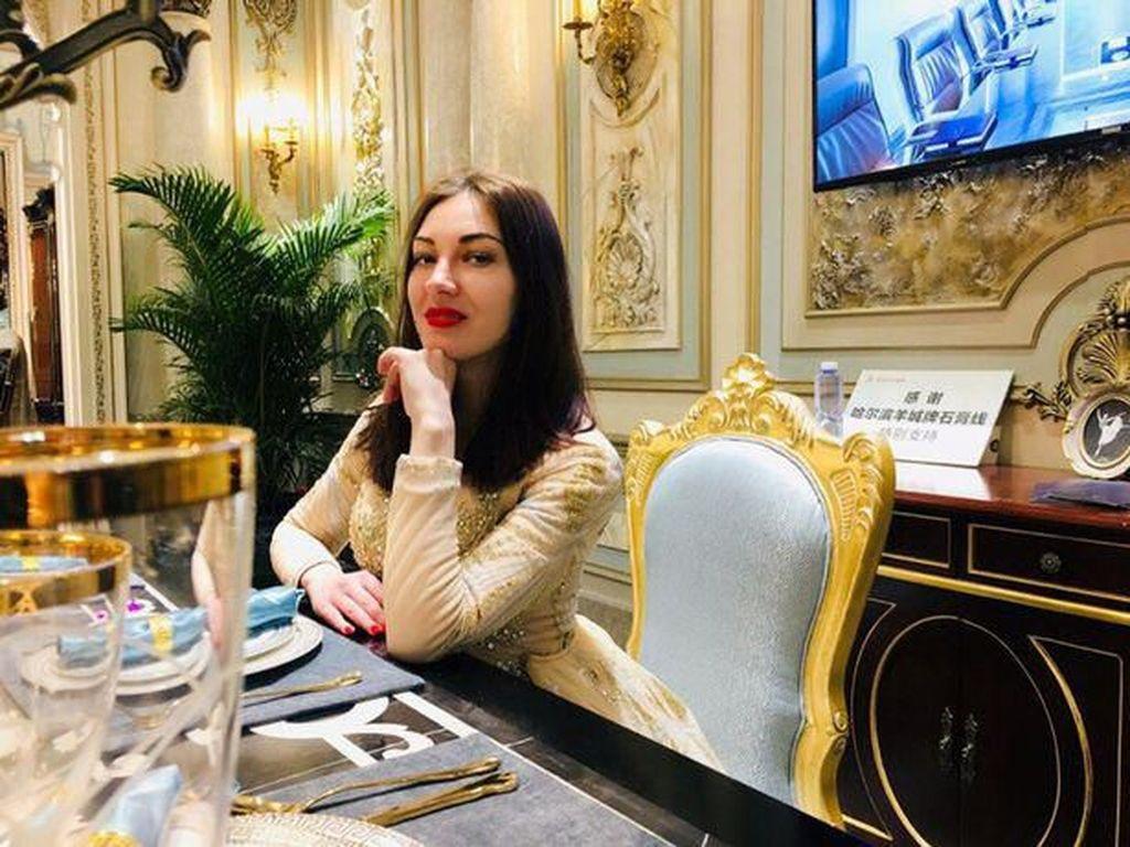 Wanita Cantik yang Diduga Corona Kabur, Kini Dalam Pencarian Polisi