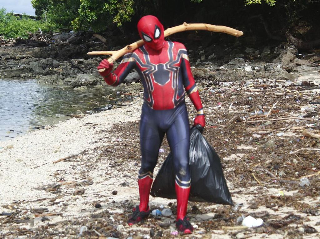 Aksi Bersih-bersih Diapresiasi, Spiderman Parepare Diberi Hadiah Umroh