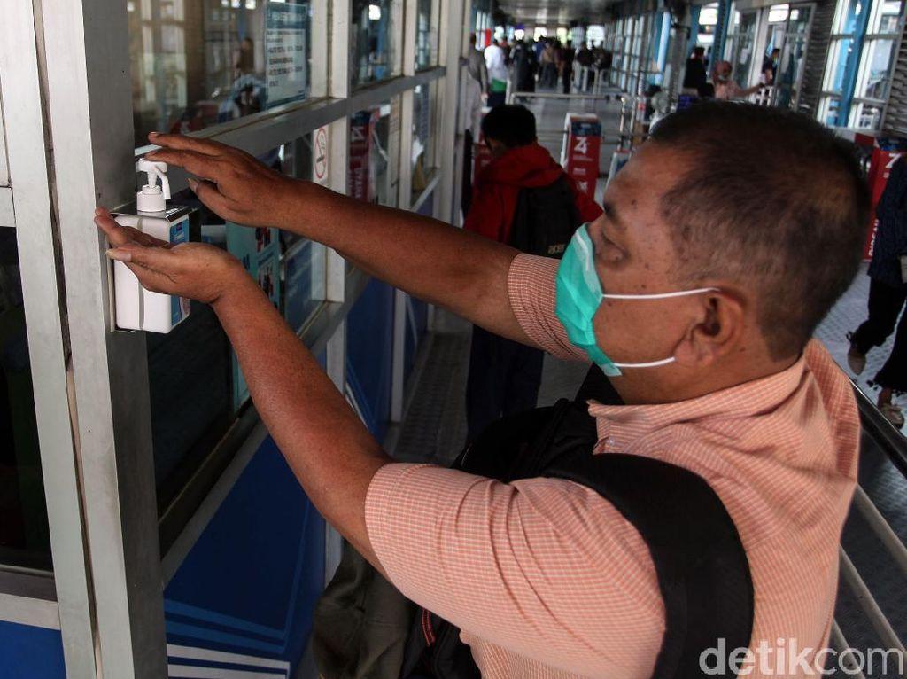 Refill Hand Sanitizer di Tempat Umum Bikin Boros, Bisakah Dipidana?