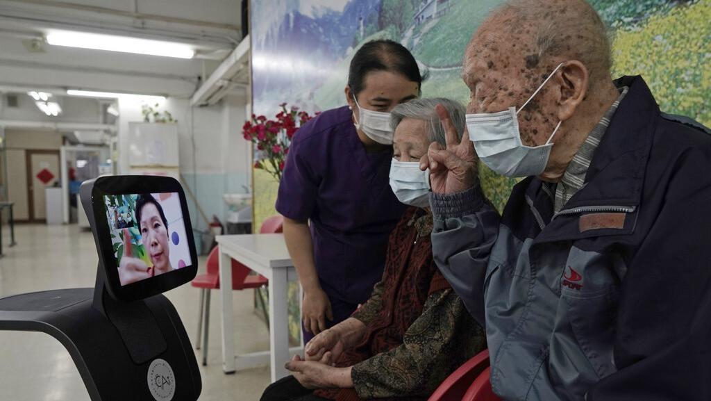 Robot Ini Bantu Lindungi Lansia di Hong Kong dari Corona