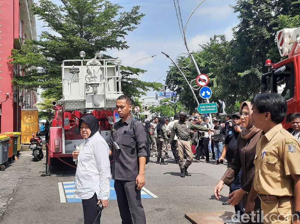 Kemunculan Asap di Gedung Siola Kagetkan Warga hingga Wali Kota Risma