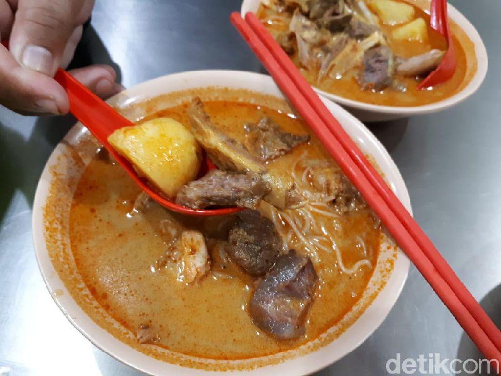RM Tabona: Nikmatnya Kari Ayam dan Daging Lembu Legendaris