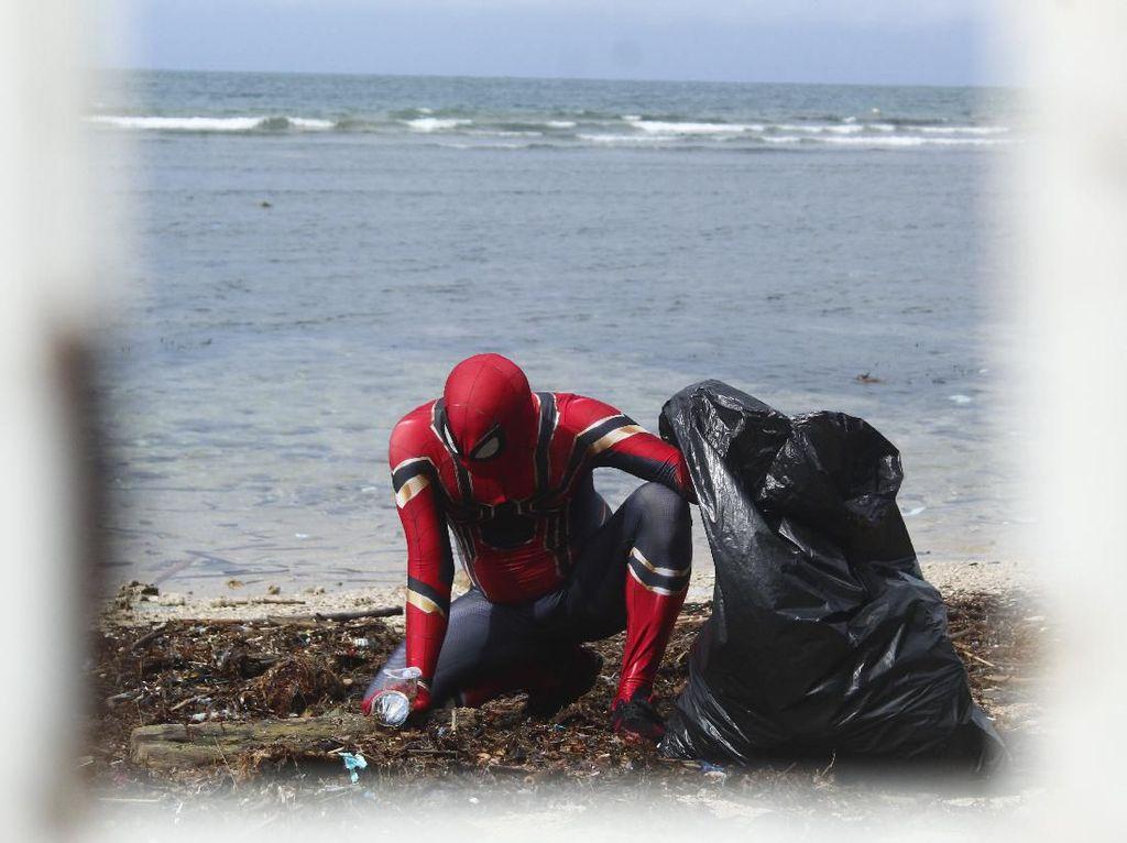 Berkah Spiderman Parepare: Dari Bersihkan Pantai Diganjar ke Tanah Suci