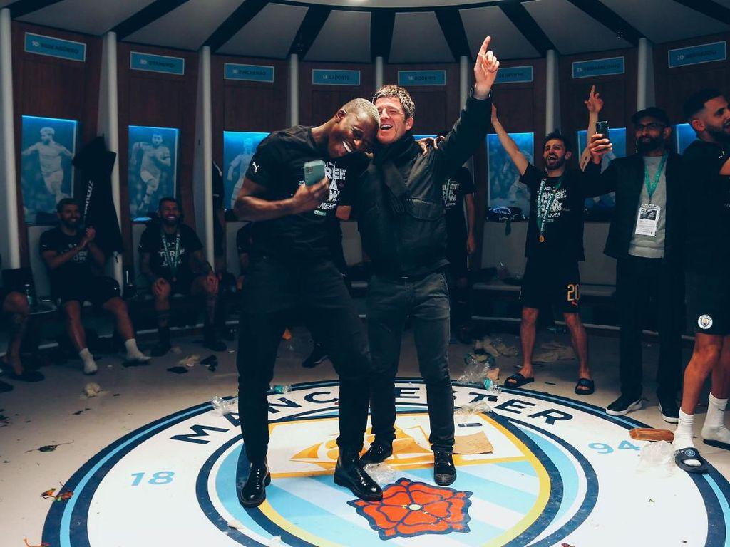 Duet Benjamin Mendy-Noel Gallagher di Pesta Juara Man City