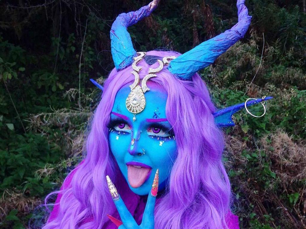Wanita Ini Terobsesi Jadi Alien, Ingin Ubah Kulit Jadi Warna Biru