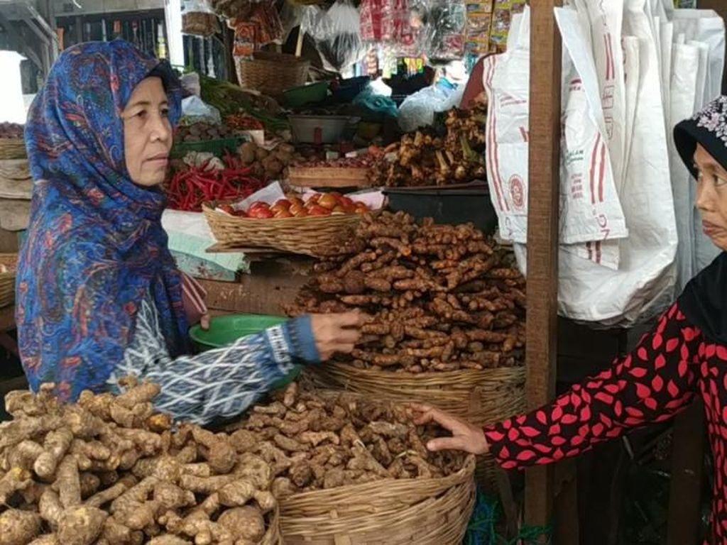 Pedagang Empon-empon Corona di Pasuruan Girang Dagangannya Habis Terjual