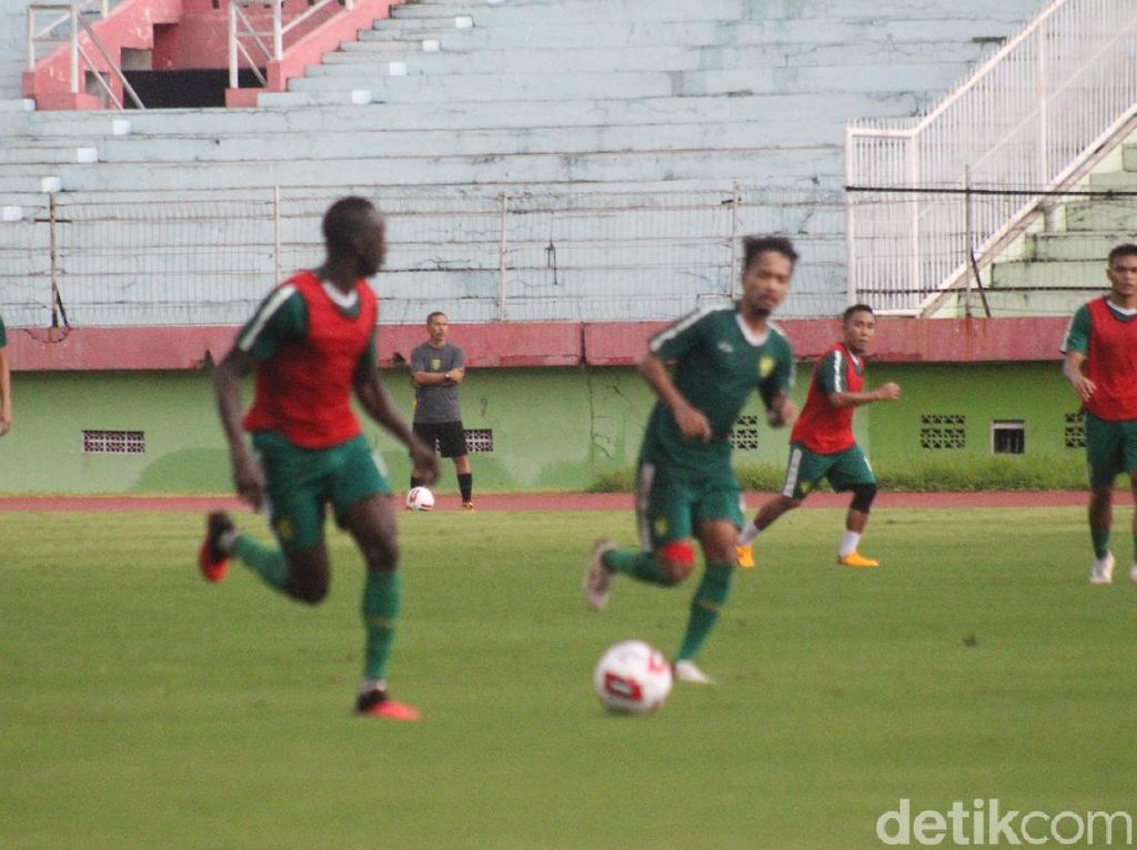 Pelatih Persebaya Dukung Penuh Wacana Aturan Pemain Muda di Liga 1