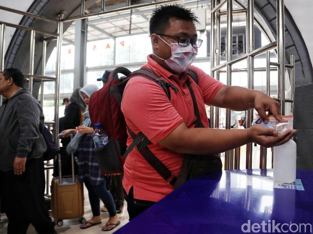 Ragam Cara Pencegahan Corona di Stasiun Pasar Senen