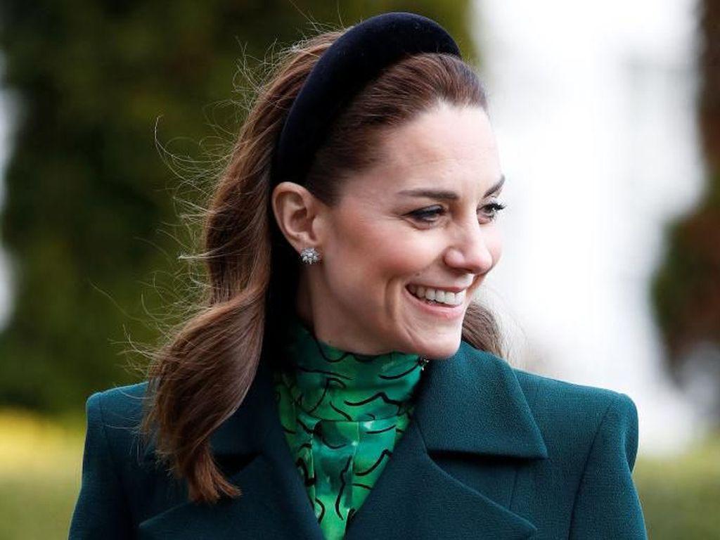 Kate Middleton Unggah Foto dan Kartu Selamat Hari Ibu, Netizen: Meghan Markle Mana?