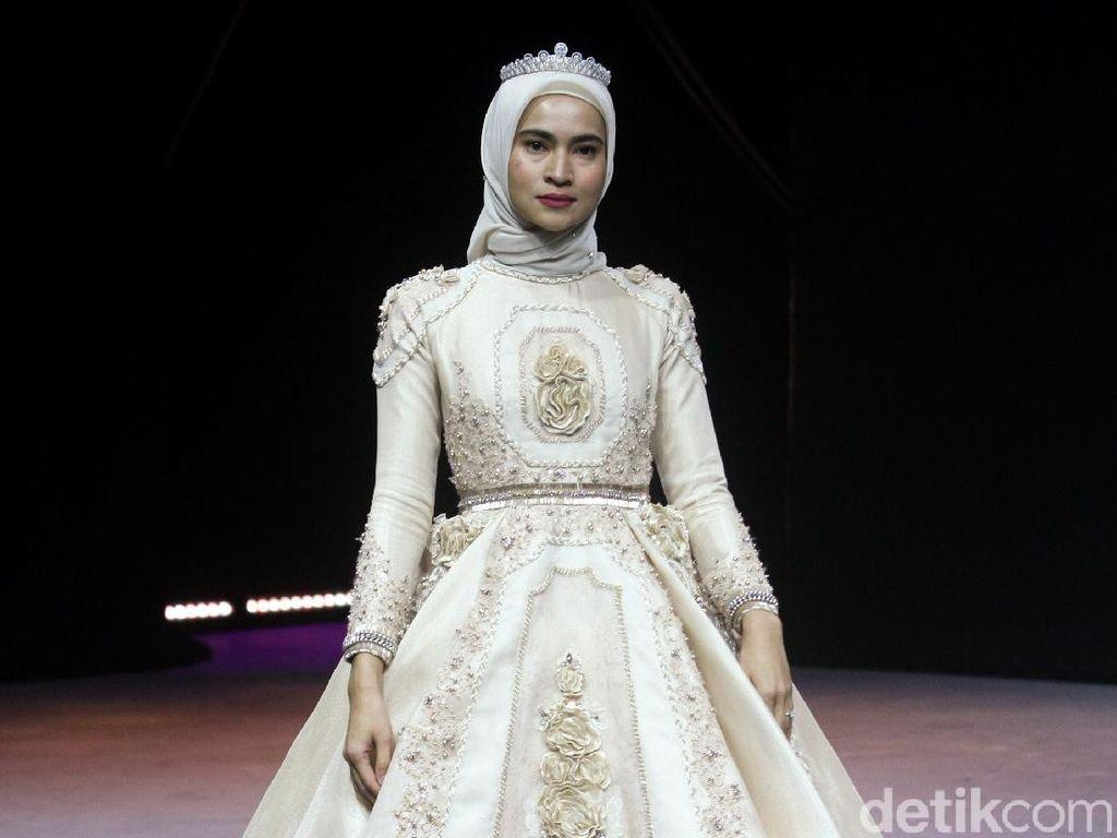 12 Koleksi Busana Muslim Ayu Dyah Andari di MUFFEST 2020