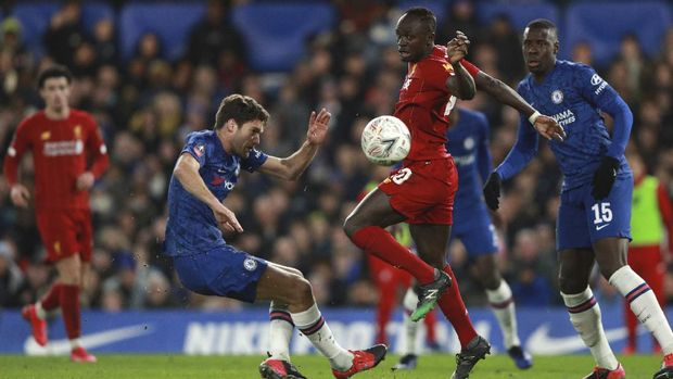 Liverpool's Sadio Mane, right, is challenged by Chelsea's Marcos Alonso during the English FA Cup fifth round soccer match between Chelsea and Liverpool at Stamford Bridge stadium in London Tuesday, March 3, 2020. (AP Photo/Ian Walton)
