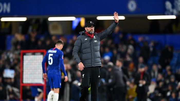 LONDON, ENGLAND - MARCH 03: Jurgen Klopp, Manager of Liverpool acknowledges the fans during the FA Cup Fifth Round match between Chelsea FC and Liverpool FC at Stamford Bridge on March 03, 2020 in London, England. (Photo by Clive Mason/Getty Images)
