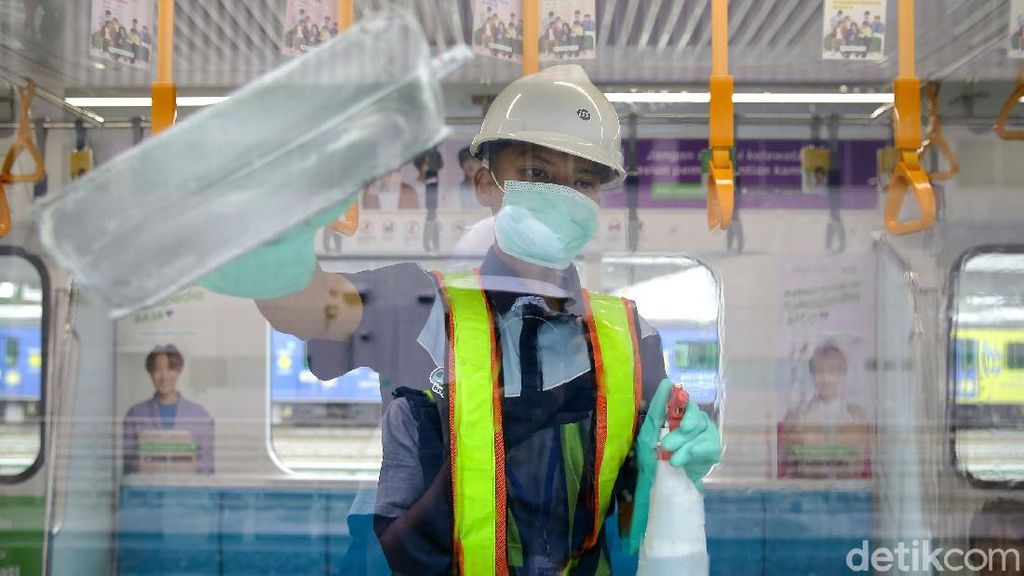 Operasi Menyeluruh Disinfeksi Corona di Ratangga MRT Jakarta