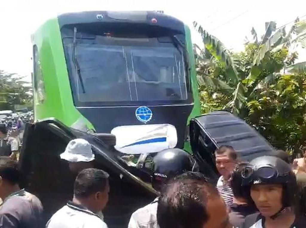 Kecelakaan Fatal di Padang, Pikap Tertabrak KA & Terseret 200 Meter