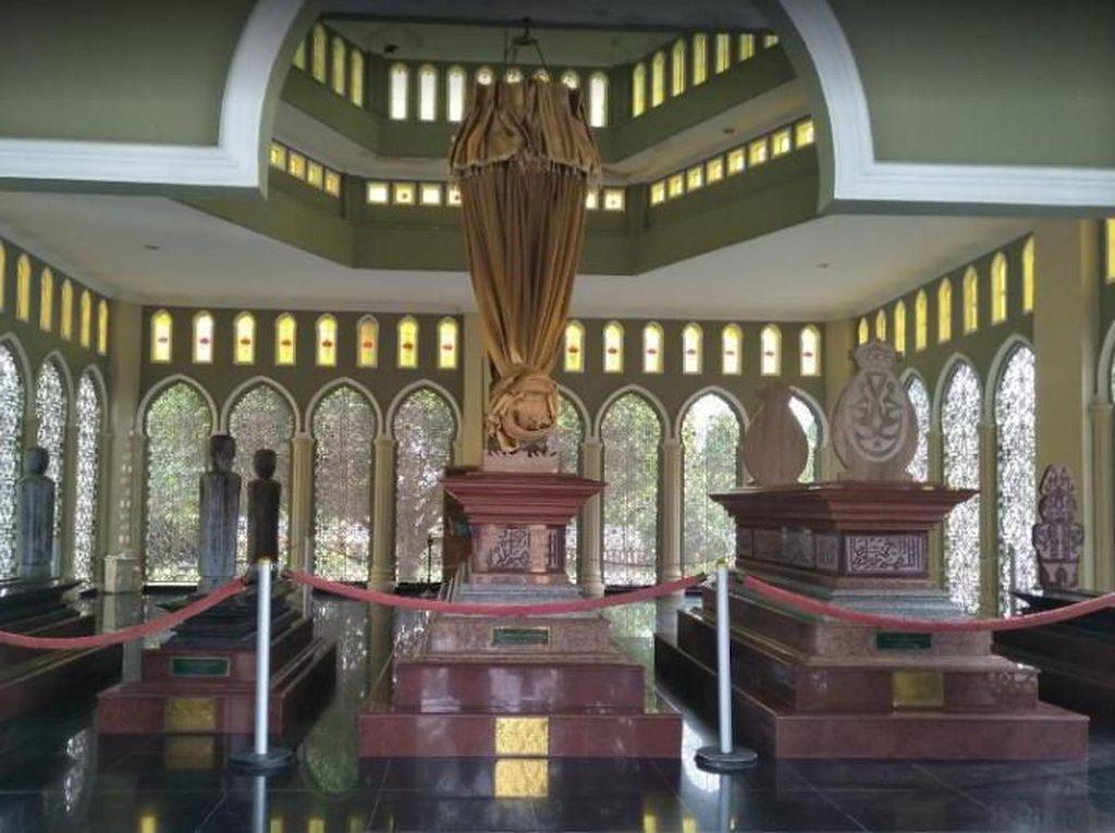 Di Pemakaman Megah Ini, Sultan Siak Beristirahat Dengan Damai