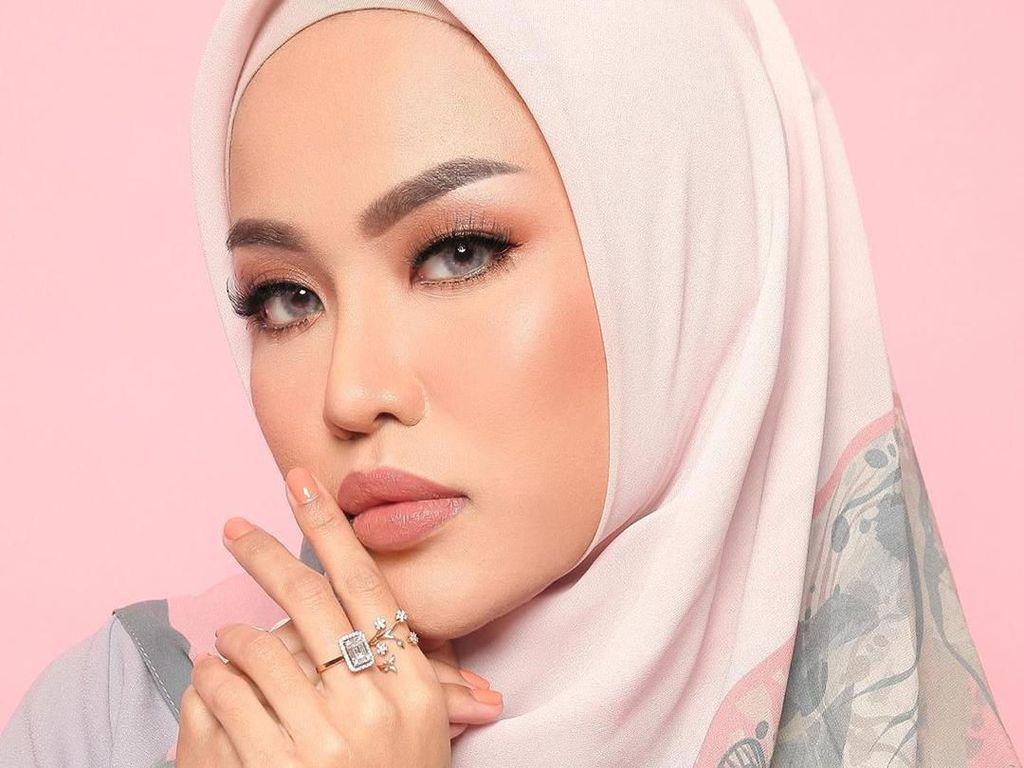Dikabarkan Lepas Hijab, Medina Zein Unggah Foto Terbaru Masih Berhijab