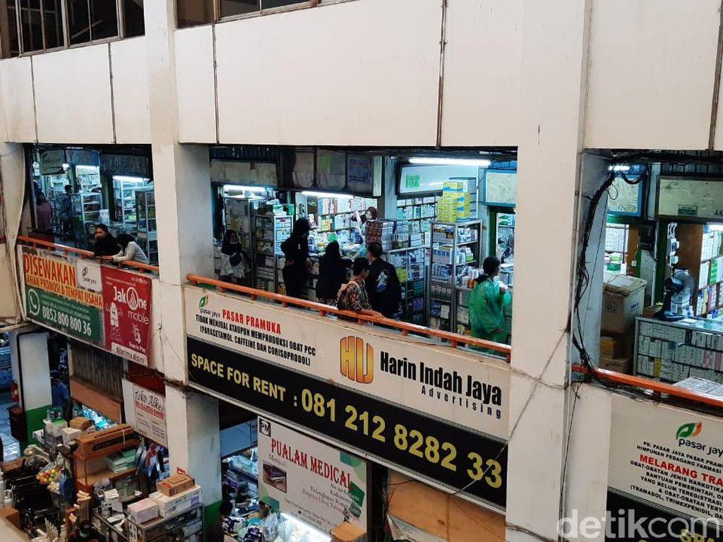 Polisi Pantau Penjualan Masker di Pasar Pramuka