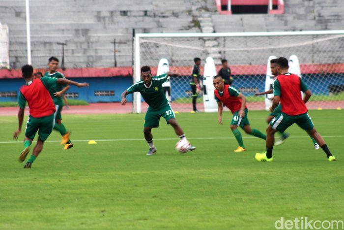 PT Liga Indonesia Baru (LIB) telah mengambil sikap untuk pertandingan Persija Jakarta vs Persebaya Surabaya. Laga ditunda untuk mewaspadai virus corona.