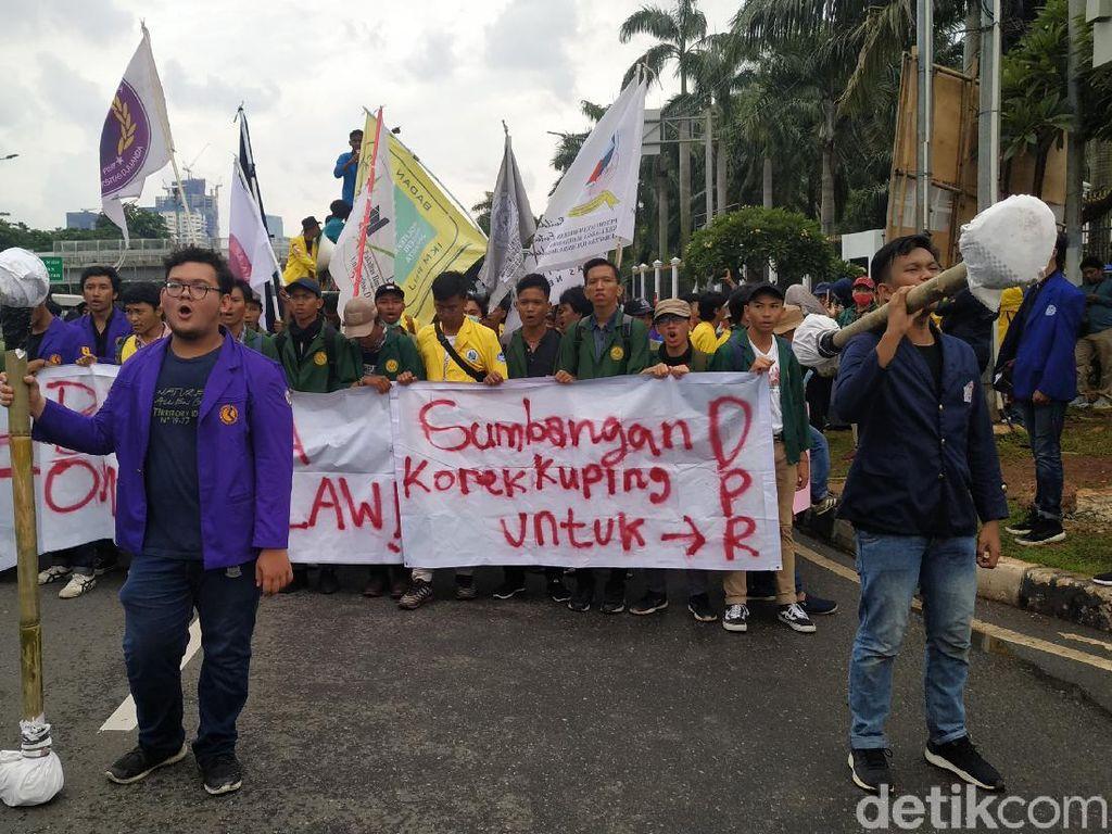 Demo Tolak Omnibus Law, Ini 5 Tuntutan Mahasiswa di DPR
