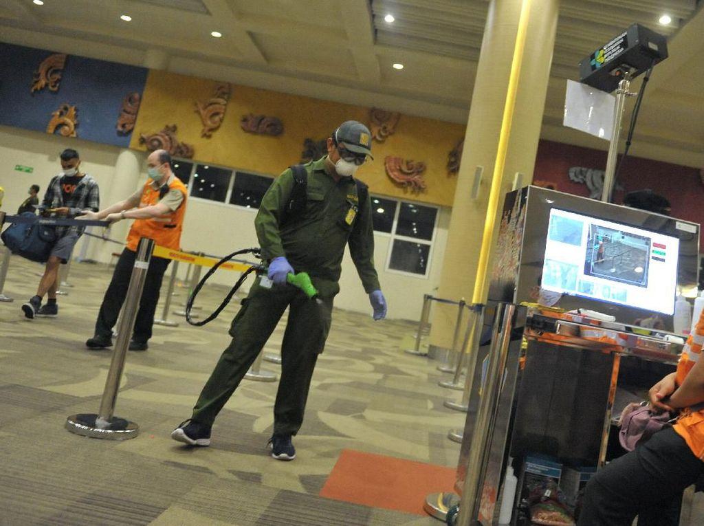 Bandara Ngurah Rai Bersih-bersih dari Virus Corona