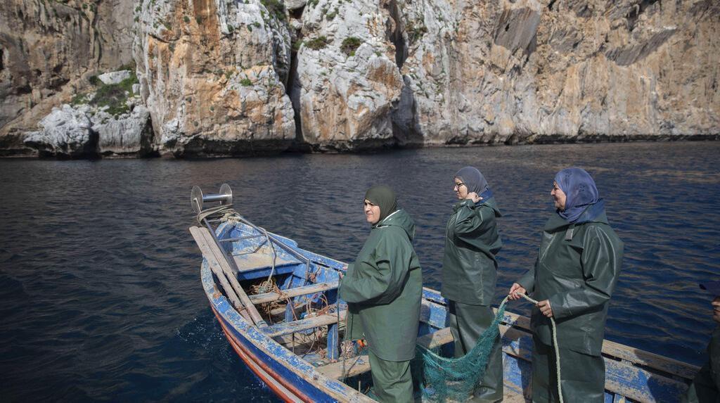 Potret Nelayan Wanita Maroko yang Gantungkan Hidup dari Melaut