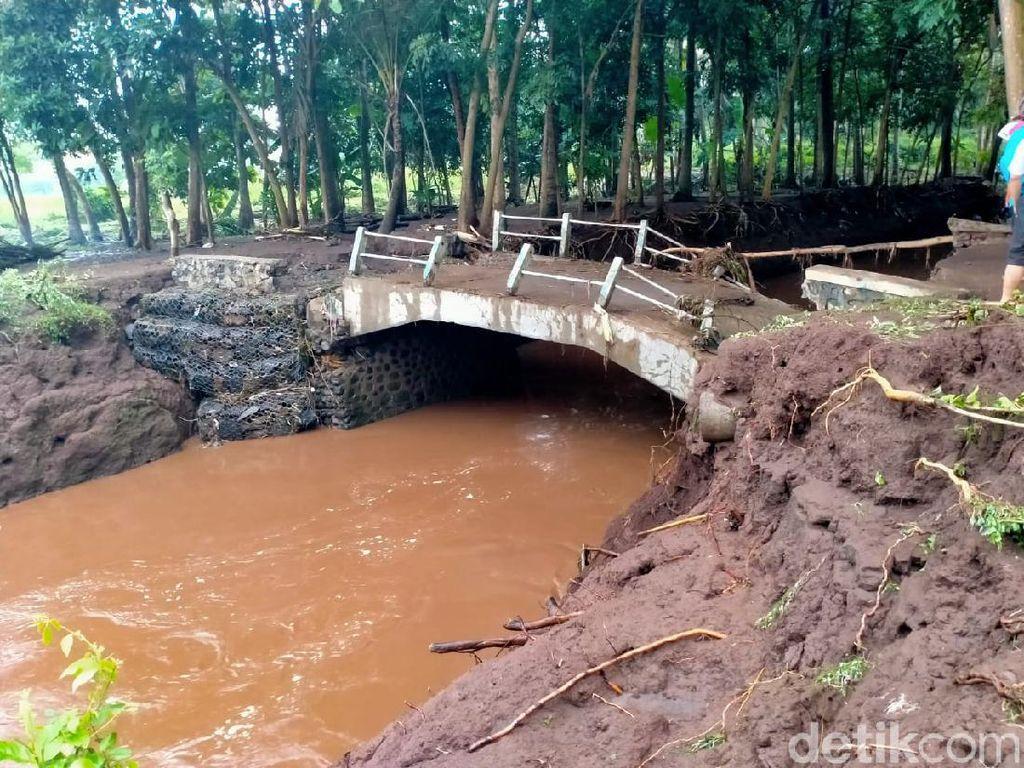 Banjir Bandang Terjang Banyuwangi, Jembatan Putus dan 1 Dusun Kebanjiran