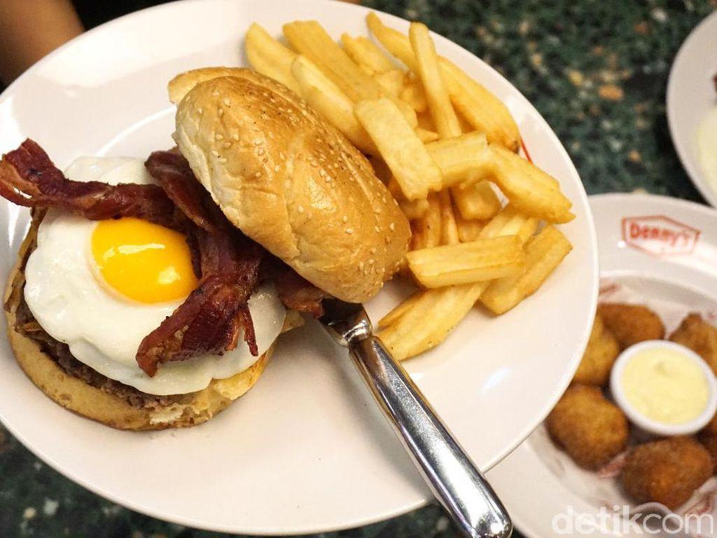Dennys: Mencicipi Slamburger dan Banana Cream Pancake ala Amerika